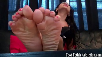 on feet clean and cum Couple indiam in the park