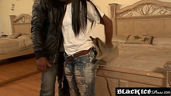 webcam teen black pussy porn with sweet ebony pink It s a no brainer fucking the milf trainer video 1
