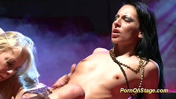stage livesex on Hot latina rides dildo4