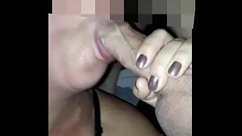 mamando mientra habla Busty porno queen