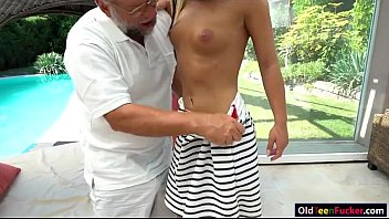 daddy on fingering his knees boy Home mahe pissing