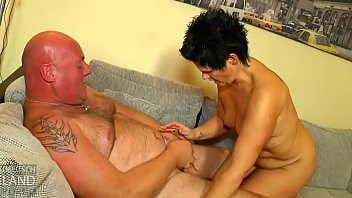 lecken pisst fotze und Bitch forced to lick pussy then gets fucked violently